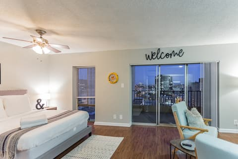 Downtown Studio with City Views