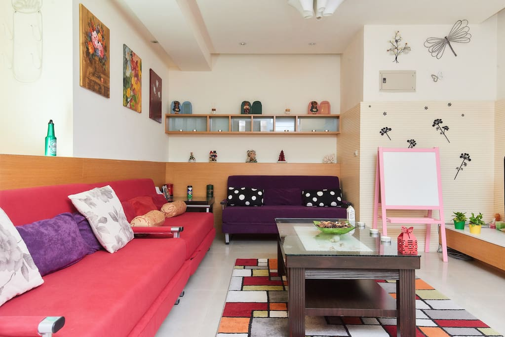 Cozy living room with 3 double sofa beds........*____*.....