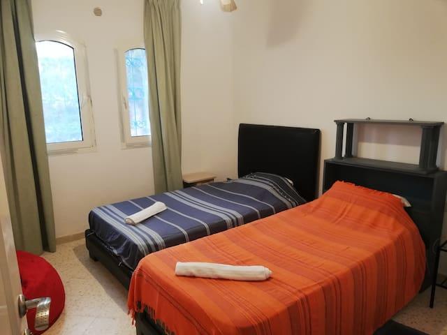 Chambre 3 (2 lits 120 et 90cm)