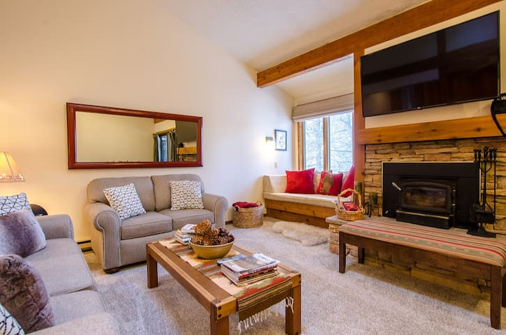 Jackson Hole 2 Bed 2 Bath Mountain Getaway