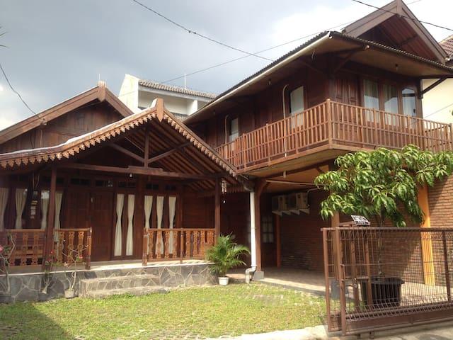Omah Kayu Guesthouse - Yogyakarta - Rumah