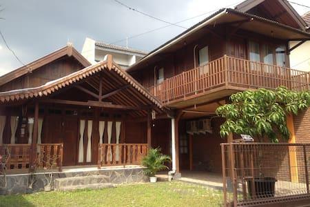 Omah Kayu Guesthouse - Yogyakarta - Casa