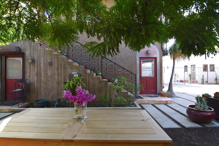 *Charming/Private West Hollywood Guesthouse*