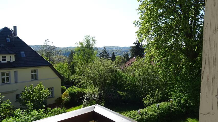 Und hier der gleiche Blick mit Grün an den Bäumen...