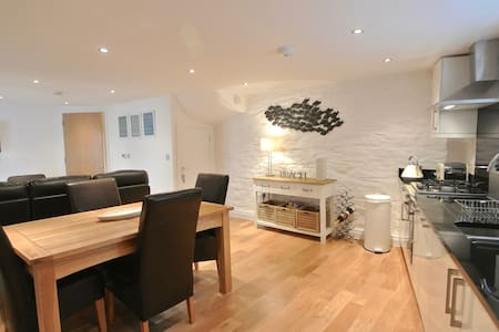 Luxury Sail Loft - Dartmouth - Byt