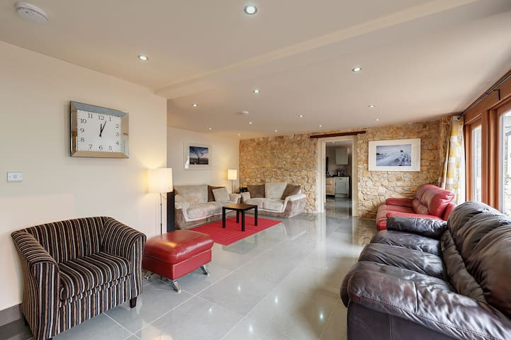 Stunning barn conversion, perfect for groups, with private hot tub