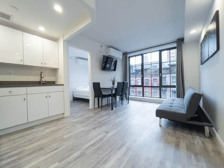 2 bedroom Apartment in Midtown West