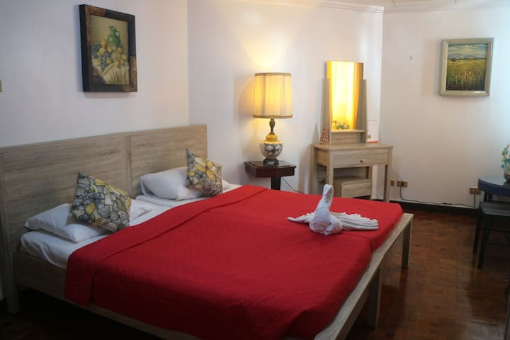 TRANSIENT GUESTHOUSE WITH FREE TRANSPORT TO NAIA - Parañaque