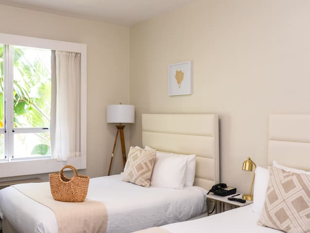 Crest Hotel Suites, Standard Double
