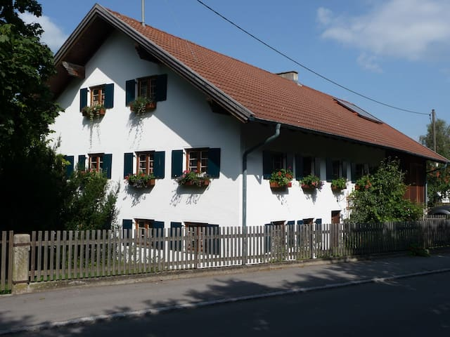 """Raus auf`s Land"" Bed & Breakfast Issing - Vilgertshofen-Issing - Bed & Breakfast"