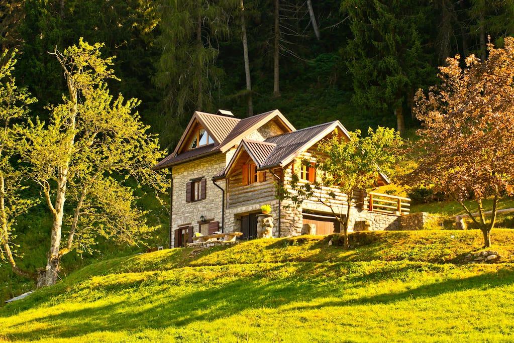 Baita alpina immersa nella natura a Enego (VI)