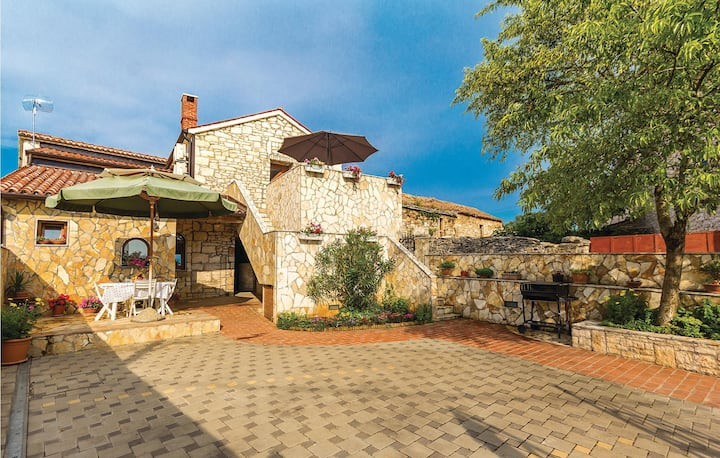 Awesome home in Orbanici with WiFi and 1 Bedrooms