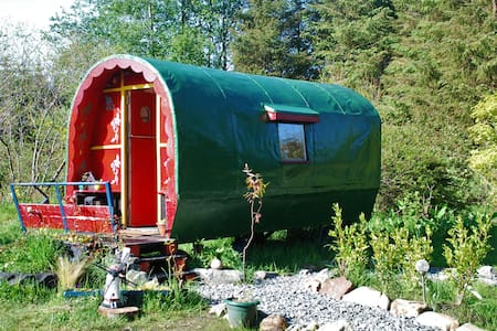 The Wonderly Wagon, cosy and snug all year round - Fintown