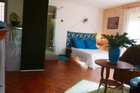 studio indépendant dans villa à 500m de la mer - Six-Fours-les-Plages - Dům pro hosty