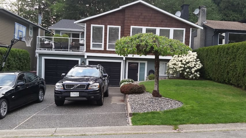 1 bedroom in lower half of house - North Vancouver - House