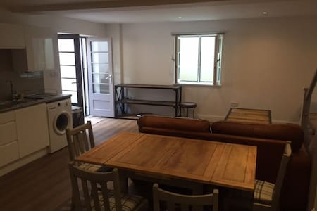 Stunning and Comfortable Apartment in Winchester - Apartmen