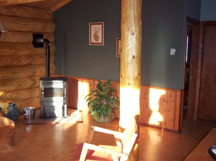All Wood, large beams, very quiet location, faces south