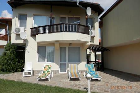 A nice villa, just 150 m from beach - Kavarna