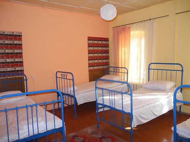 4 Bed Mixed Dorm Eden Hostel