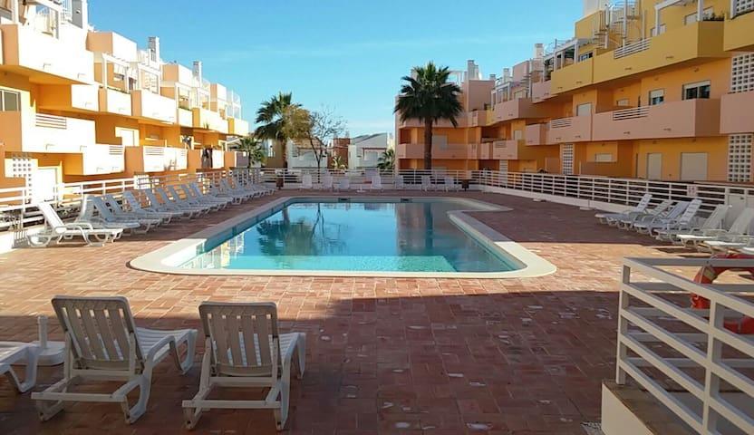 T2 condomínio privado com piscina. - Conceição - Leilighet