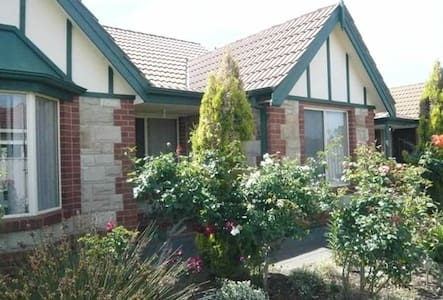 Warm and cosy little 'cottage' house - Findon - Talo