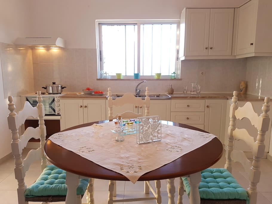 The kitchen is spacious for 4 guests. From the window you can enjoy a view of the sea.