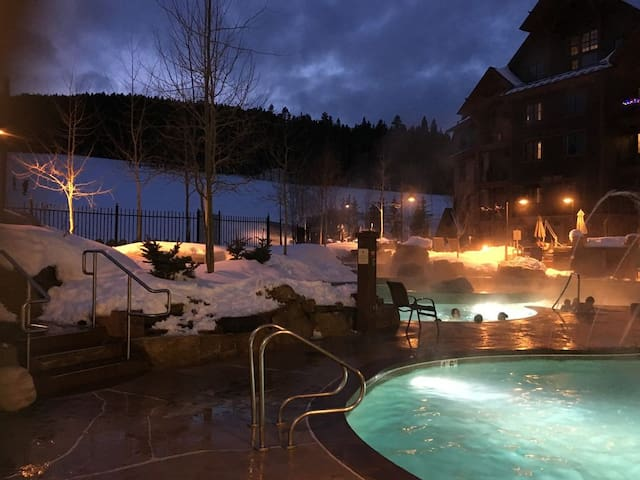 Amazing studio ski in/out resort, sleeps 2-4