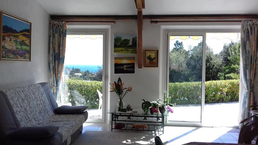 Villa type 2 superbe vue mer au calme tout confort
