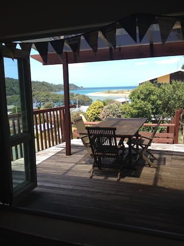 Humble Coastal Nest close to Te Araroa Trail - Ngunguru - Huis