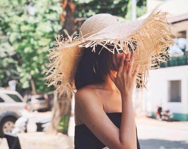 杭州约拍,情侣照、闺蜜照、个人写真,街拍旅拍室内外摄影,你喜欢的风格都能拍。倾情夏日,来一组清爽照吧