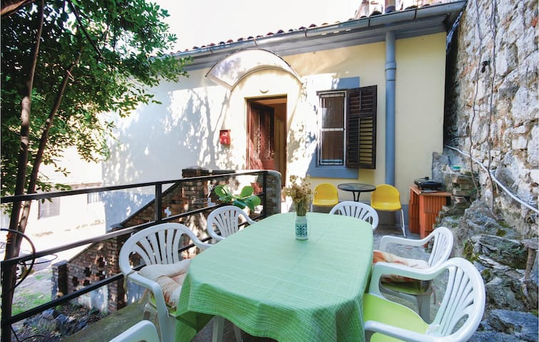 Holiday apartment with 2 bedrooms on 40m² in Rijeka