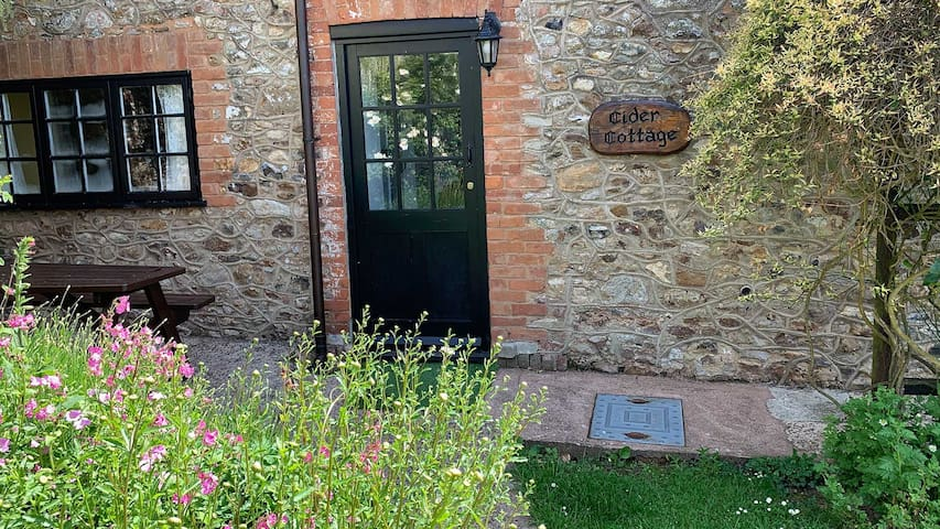 Beautiful Dog Friendly Cottage In Sidmouth