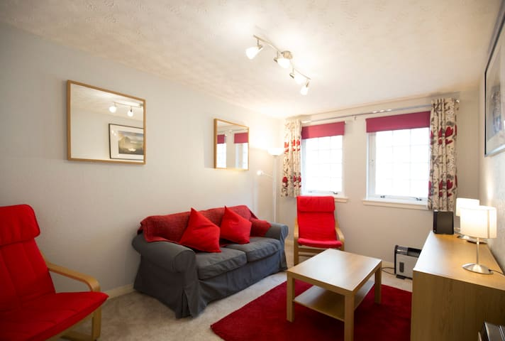 Comfortable & Quiet Two Bedroom Meadows Flat