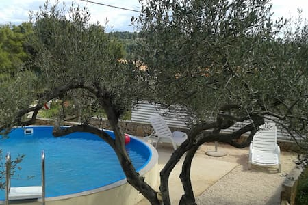 Holiday house with pool perfect for families - Rogač