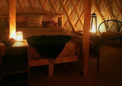 Kerzenlicht in der Jurte am SEE (*Dandelion*) - Salmsach - Rundzelt