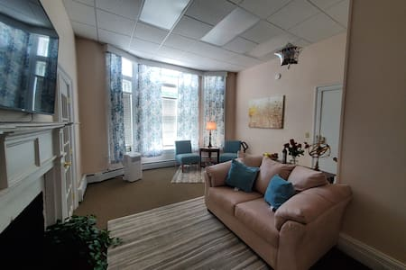 Cozy converted 2 bedroom, lower level, downtown