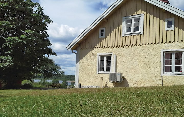 Holiday cottage with 2 bedrooms on 90m² in Katrineholm