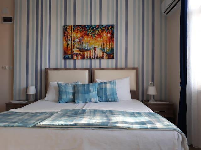 unsere komfortablen Zimmer/ Our comfortable rooms