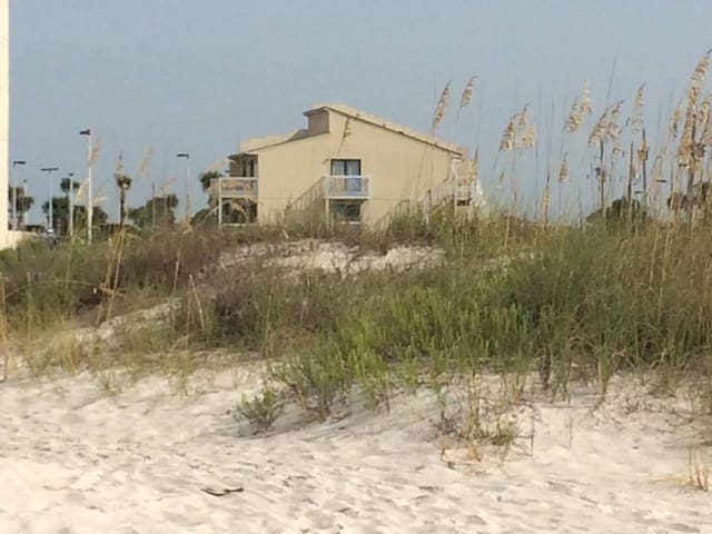 2-bedroom, 2-bath Beachside Condo - Sleeps 6