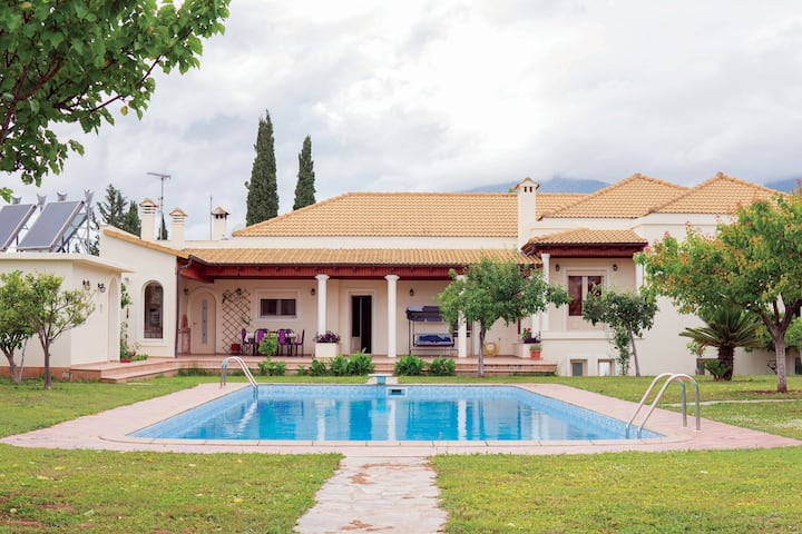 ⭐Beautiful villa with private garden and pool⭐