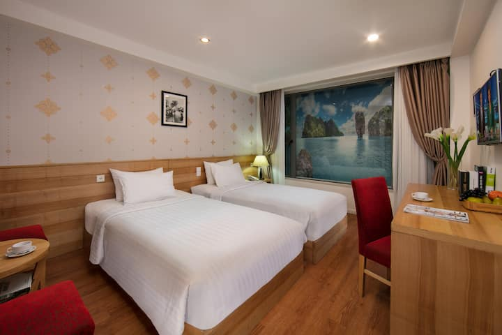 50% DISCOUNT. CENTRAL HOTEL ROOM +Breakfast