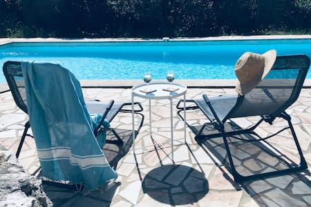 Spacious, furnished Provencal villa with pool