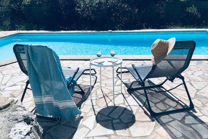 Ruime Provençaalse villa nabij Uzès met zwembad