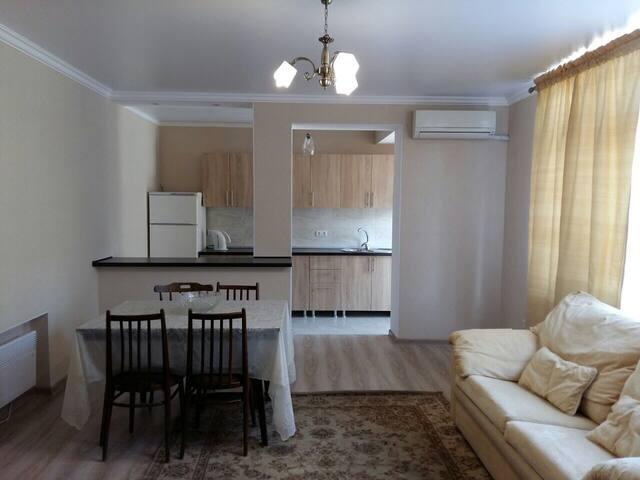 Просторная квартира с видом на море - Сухум - Apartment