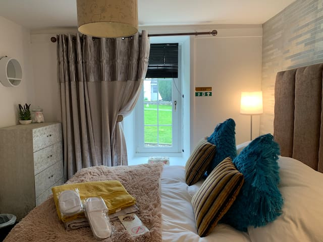 Recently refurbished contempory rooms