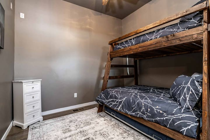 Bunk bed, full on bottom, twin on top. Extra twin bed, pull out trundle.