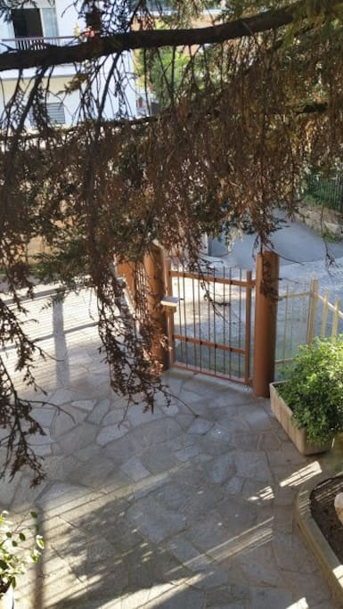 Scorcio del cancello d'entrata