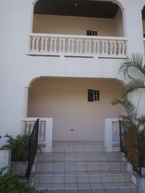 Lovely 3 BR/2.5 Bath Mandeville Jamaica Townhouse