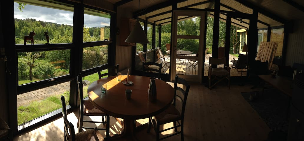 Hyggeligt sommerhus tæt på vandet - Ebeltoft - Huis