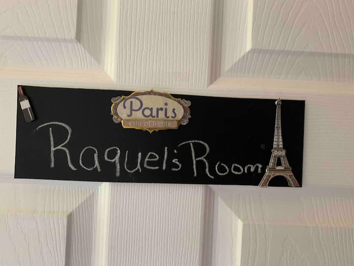Raquel's room